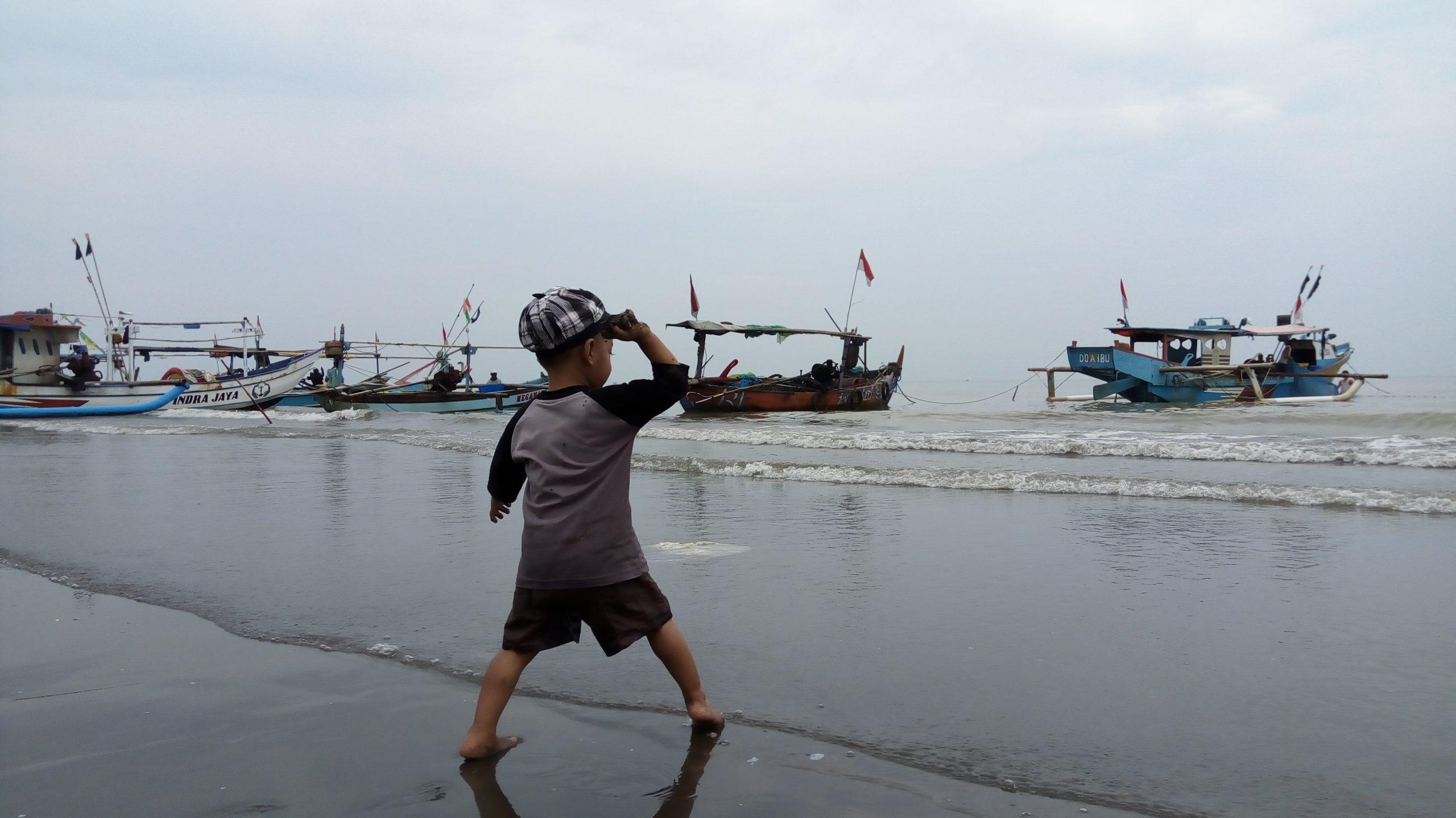 Java Trip (Part 1) : Main-Main di Pantai Joko Tingkir Pemalang