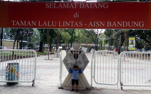 Taman Lalu Lintas – Ade Irma Suryani Nasution Bandung
