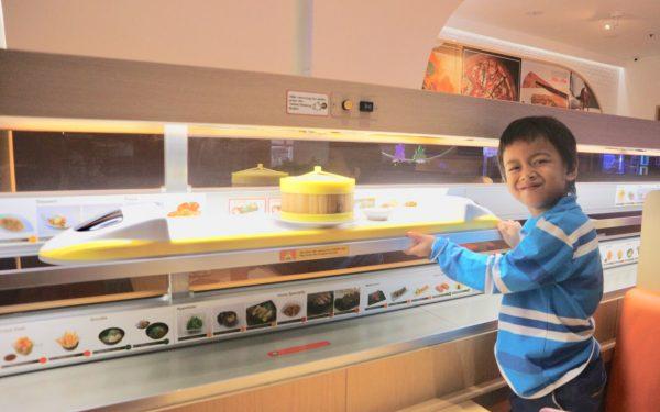 Resto Kekinian ala Kereta Cepat Jepang di Shinkansen Cafe & Resto Jakarta